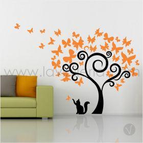 Árbol con mariposas